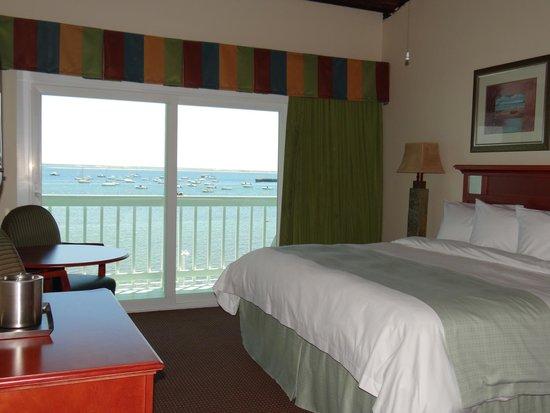 Boatslip Resort: waterfront king bed