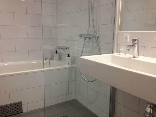 Scandic Hvidovre : Juniorsuite - Bathroom.