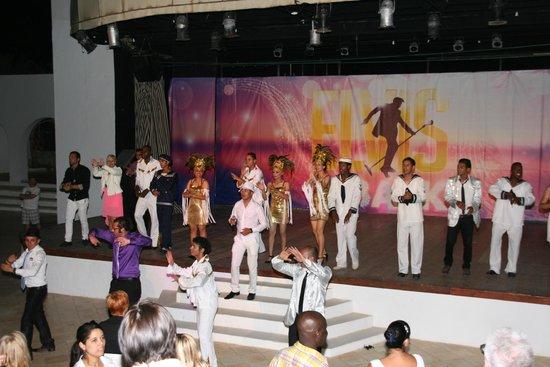 Seabel Rym Beach : Die Showbühne, anschließend wurde das Publikum immer noch mit einbezogen (Settemari Club und Hen