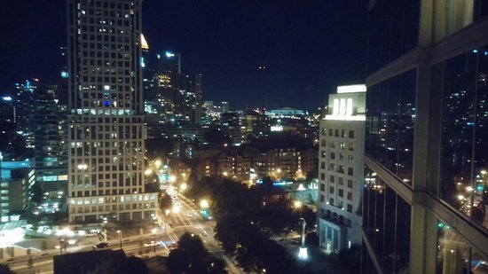 Loews Atlanta Hotel: The Night view was great!!!
