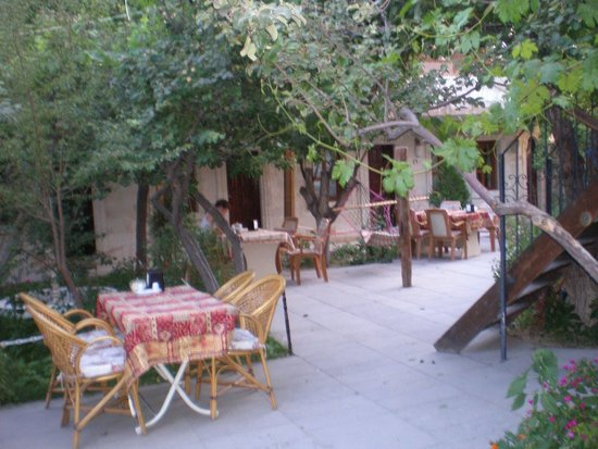 Peri Cave Hotel: Le jardin