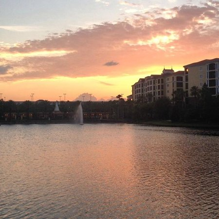 Hilton Grand Vacations at Tuscany Village: Sunset over the water