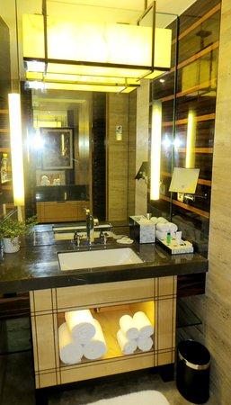 JW Marriott Hotel New Delhi Aerocity: vanity