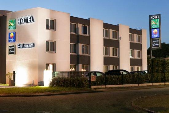 Comfort Hotel Bordeaux sud à Gradignan : Le Comfort Hotel vu de nuit