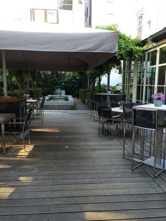 Hotel Pulitzer Amsterdam: The outside espresso bar