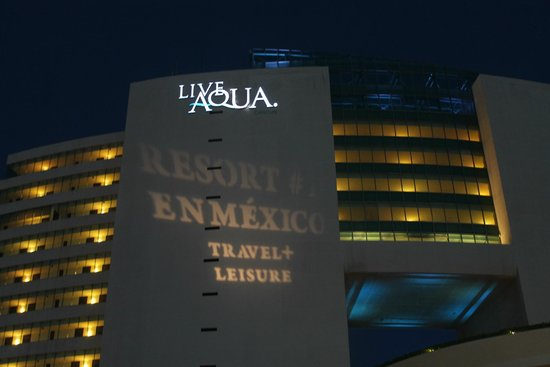 Live Aqua Beach Resort Cancun: Front view at night