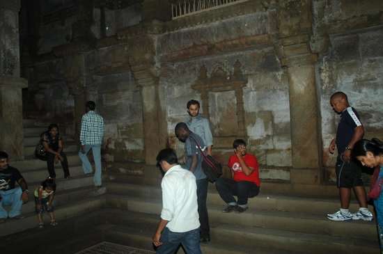Adalaj Step-well: some of the visitors enjoying the beauty