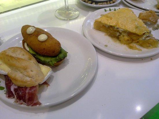 Quebec: Tortilla de queso azul con cebolla caramelizada y pinchos a 2€