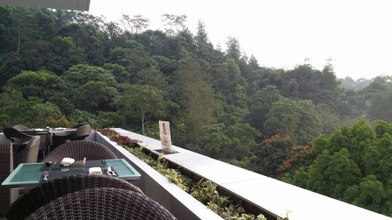 Padma Hotel Bandung: best place to have breakfast