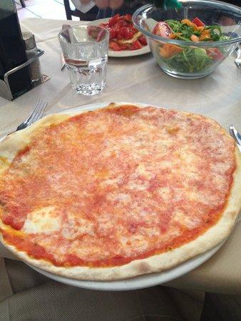 Naumachia: Pizza Margherita