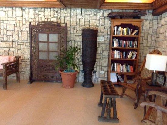 Costabella Tropical Beach Hotel: Мини-библиотека
