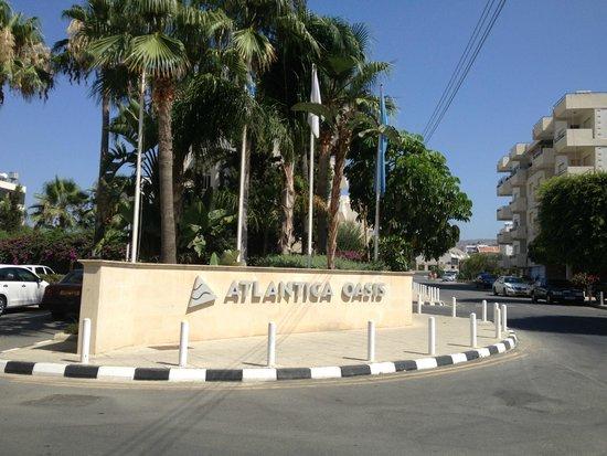 Atlantica Oasis Hotel: Около отеля