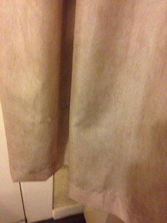 Brookside Resort: Curtains