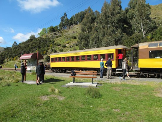 Taieri Gorge Railway: One of the stopping points