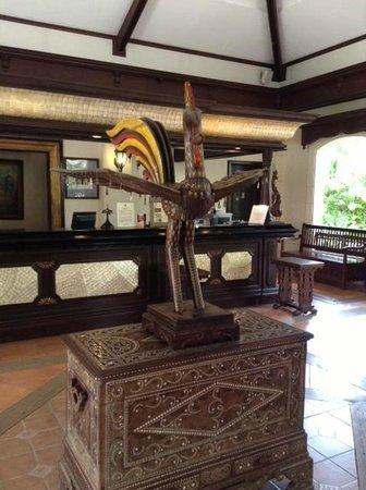 Costabella Tropical Beach Hotel: Петух - тотем отеля