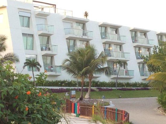 Grand Sirenis Riviera Maya Resort & Spa: Edificio de nuestra habitación