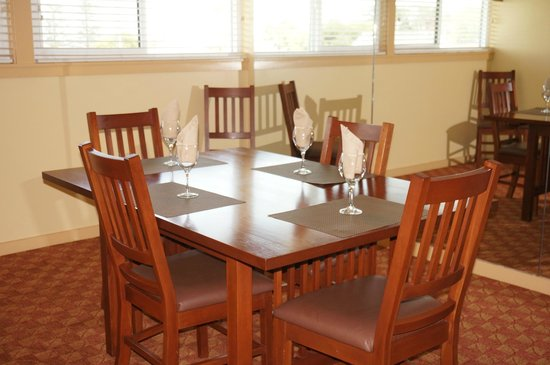 Pacific Grove Plaza: Dining Area
