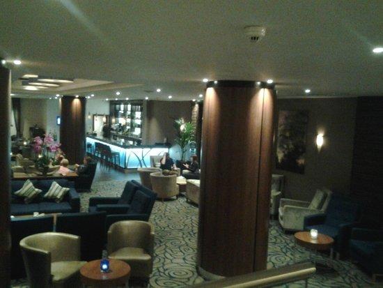 Kensington Suite Hotel: Salas do Térreo