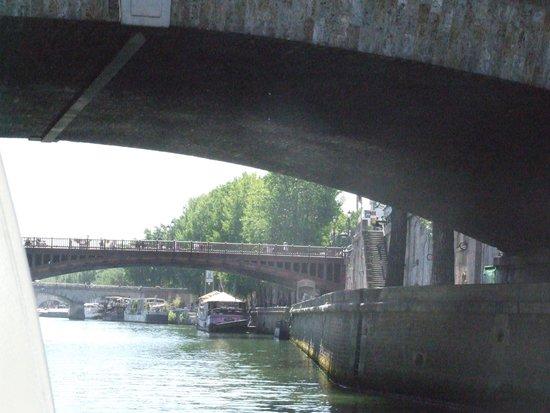 River Seine: Плывем  по Сене.