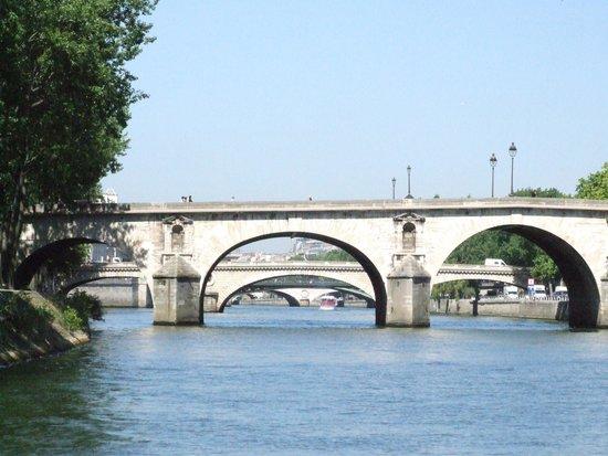 Seine River: Мосты Сен-Луи.