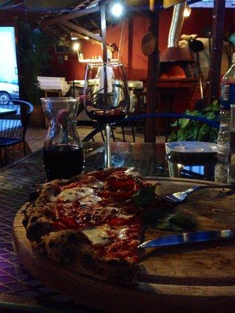 Mexita: Pizza e vino