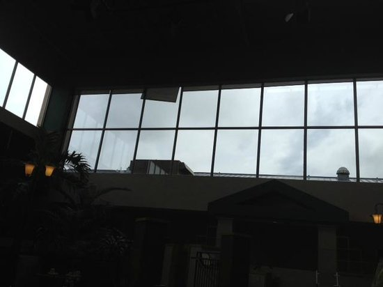 Crowne Plaza Hotel Cincinnati Blue Ash : Waiter pointed out the broken blind that remains unfixed