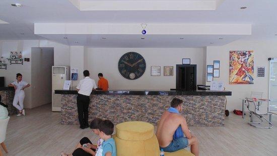 Petunya Beach Resort: Recepcja