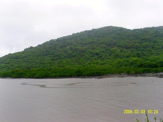 Elephanta Caves: Elephanta Island