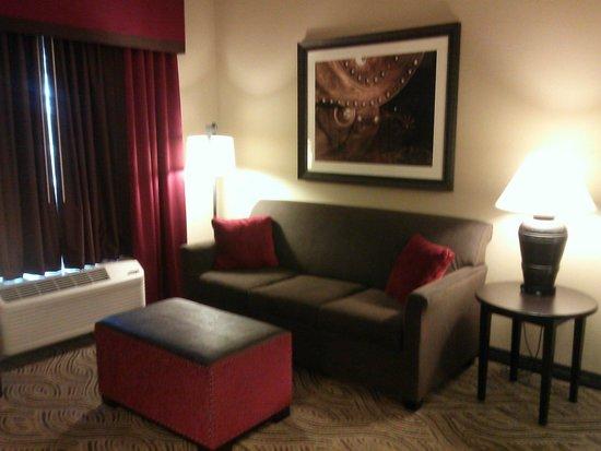 Hampton Inn & Suites I-35 / Mulvane: King Suite