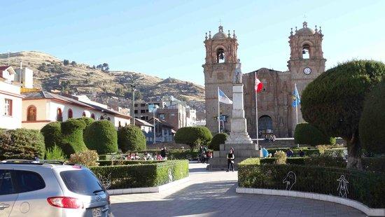 Hotel Hacienda Plaza de Armas: church