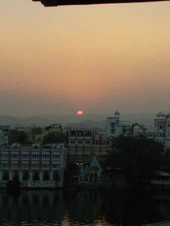 Devi Vilas Guest House: Sunset from the roof