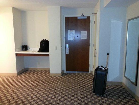 Chicago Marriott Naperville: King Suite Coffee Area