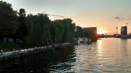 Oberbaum Bridge: Sunset