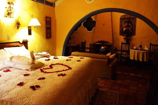 Hotel La Posada de San Antonio : habitacion suite noche romantico
