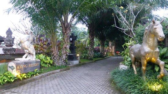 Ayung Resort Ubud: L'entrée de l'hôtel