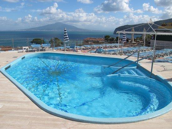 Grand Hotel De La Ville Sorrento: Swimming pool at roof top