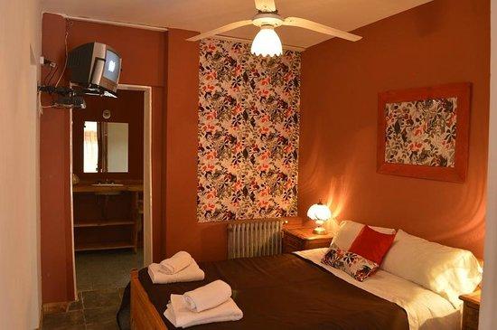Elegant Cerro Uritorco Hotel: Dpto Dos Habit.vista Parque. Habitacion Standard.  Escalera Hacia El Patio Español