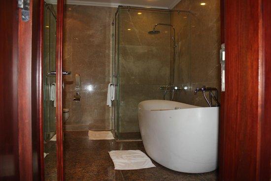 Vinpearl Luxury Nha Trang: Ванная комната
