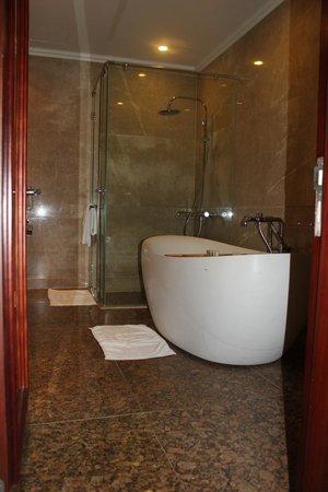 Vinpearl Luxury Nha Trang : Ванная комната