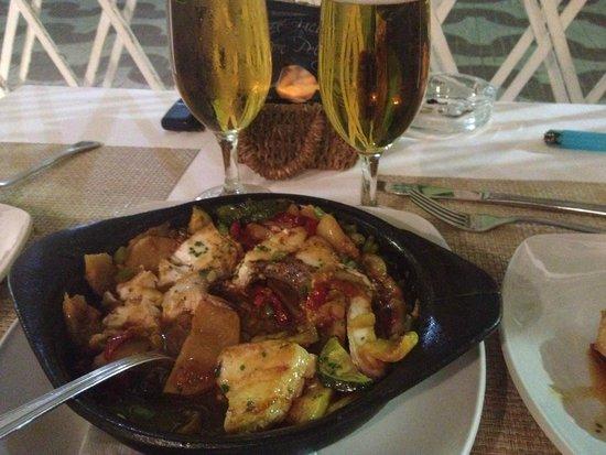 El Gallinero De Sandra : Amazing fresh fish with sautéed organic vegetables!
