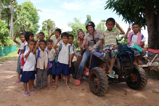 Quad Adventure Cambodia Siem Reap: Kids in the countryside!
