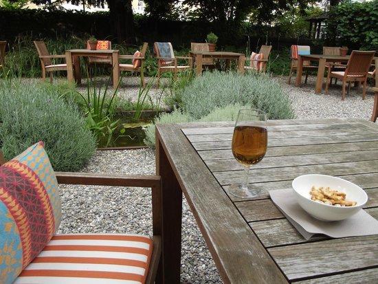 Steinenschanze Stadthotel: Garden Oasis