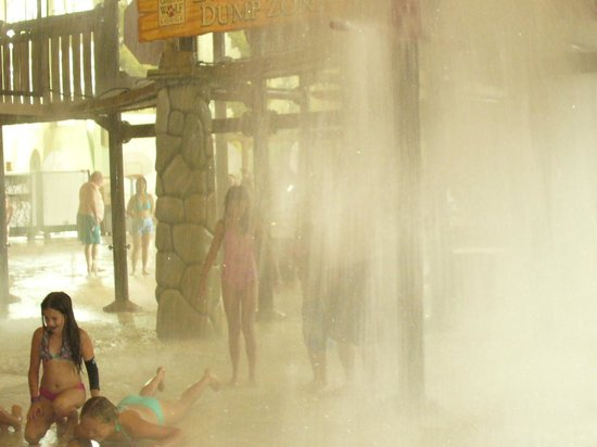 Great Wolf Lodge: Getting soaked by the 1000 gallon water dump