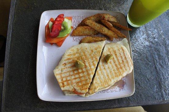 Mi Cafe: Chicken sandwhich