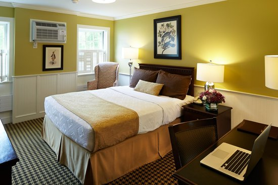 Concord's Colonial Inn: Newly Renovated Prescott Wing Room