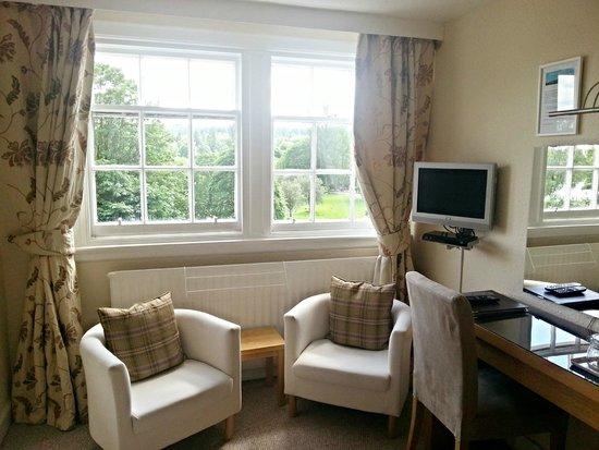 Westcot Bed & Breakfast : 'Teith' Large Triple Room - Sitting area