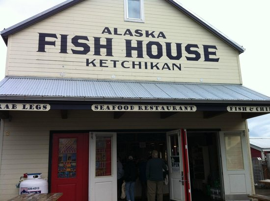 Alaska Fish House: Entry to the Ketchikan Pier located Alsaka Fish House