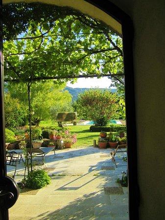 Les Bouisserettes : vista del parco dal patio