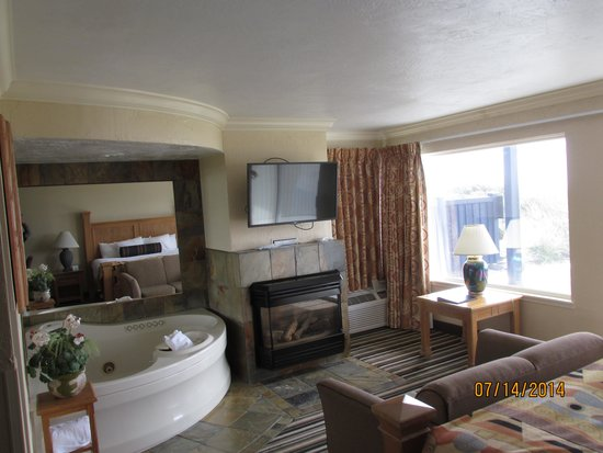 Best Western Plus Lincoln Sands Oceanfront Suites: Our living room