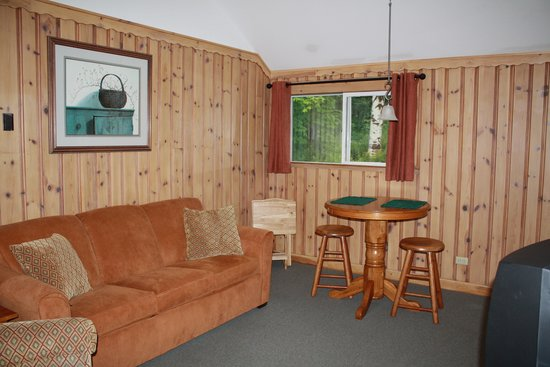 Northway Motel: One bedroom suite with kitchen/living area